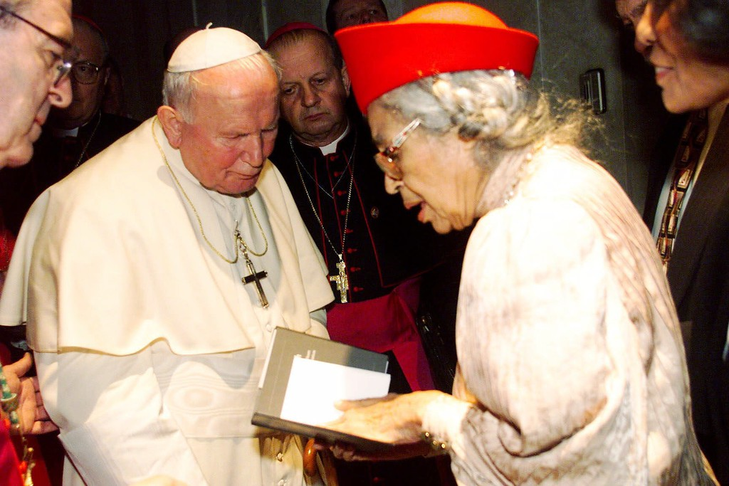 ". Eighty-five-year-old civil rights activist Rosa Parks, right, presents a copy of her book ""Quiet Strength\"" to Pope John Paul II after a prayer service in the Cathedral Basilica in St. Louis, Mo. on Wednesday, Jan. 27, 1999. (AP photo/Laurie Skrivan, Pool)"