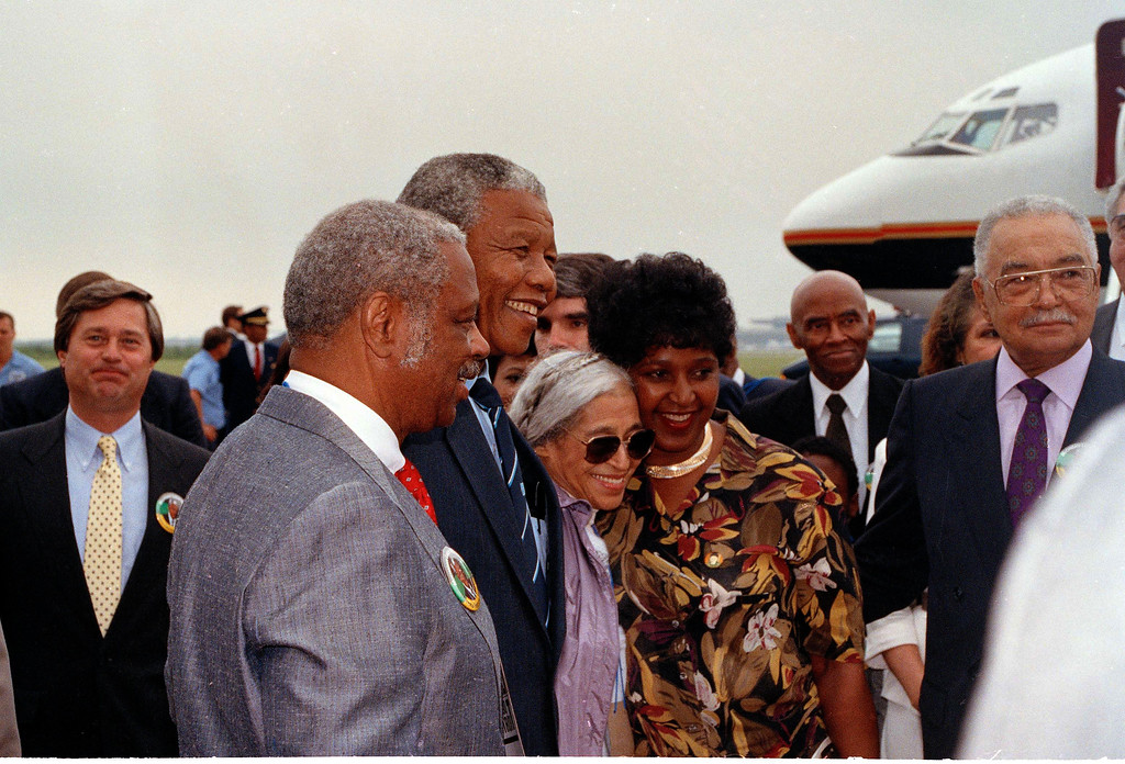 . Nelson and Winnie Mandela flank groundbreaking civil rights figure Rosa Parks as the Mandelas are welcomed at Detroit Metropolitan Airport, June 28, 1990.  From left:  Federal Judge Damon J. Keith, Mandela, Ms. Parks and Mrs. Mandela.  (AP Photo/David Longstreath)