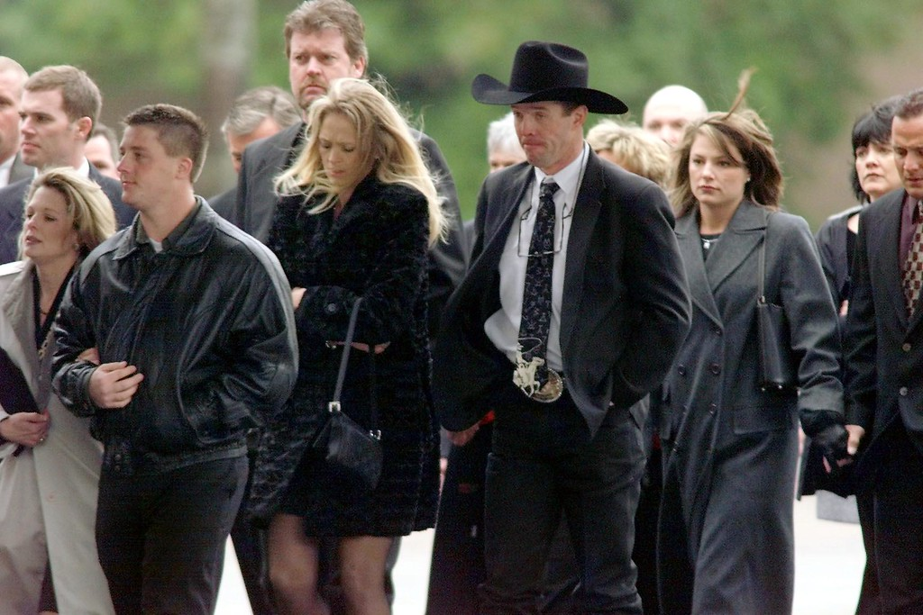 . Friends and family of Dale Earnhardt Sr. enter Calvary Church in Charlotte, N.C. for Earnhardt\'s 22 February 2001 memorial service. Earnhardt Sr. was killed instantly in a last-lap crash of the 18 February 2001 Daytona 500 NASCAR race. (ERIK PEREL/AFP/Getty Images)