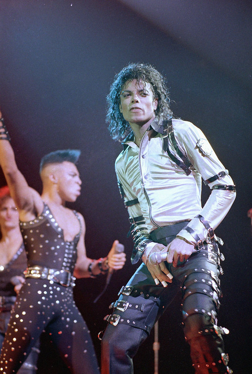 . Michael Jackson performs at New York\'s Madison Square Garden, Thursday, Mar. 3, 1988.    (AP Photo/Ron Frehm)