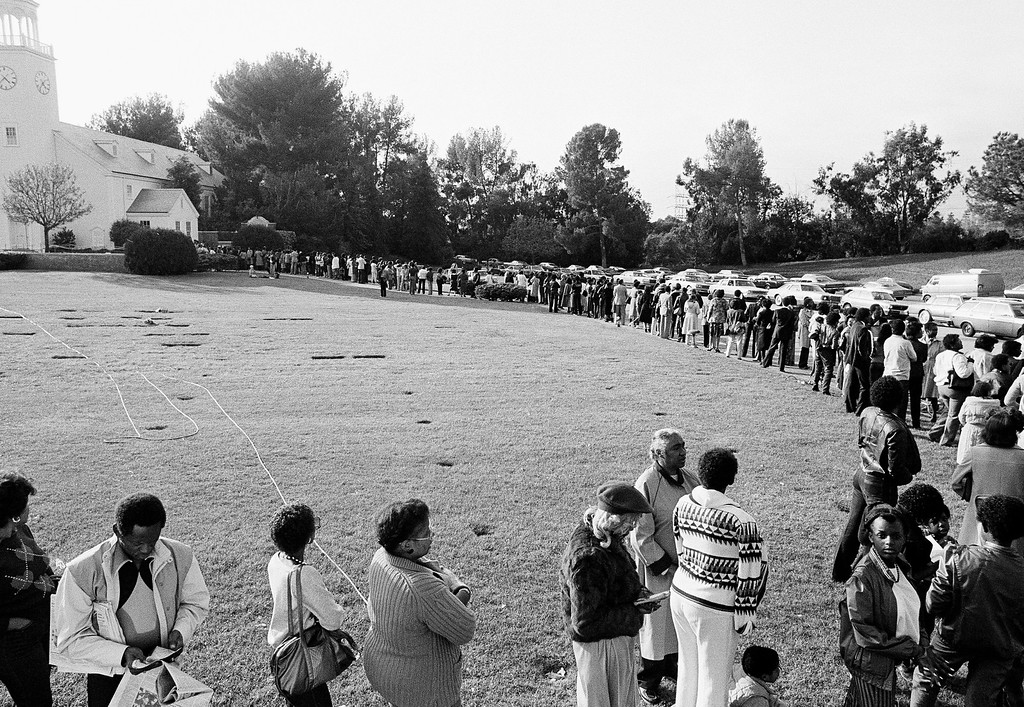 . Some of the estimated mouring 8, 000 turned out to pay their last respects to the late singer Marvin Gaye Jr. line Church of the Hills for public visitation of the body on April 4, 1984 at Forest Lawn Memorial Park in Los Angeles.  (AP Photo/Nick Ut)