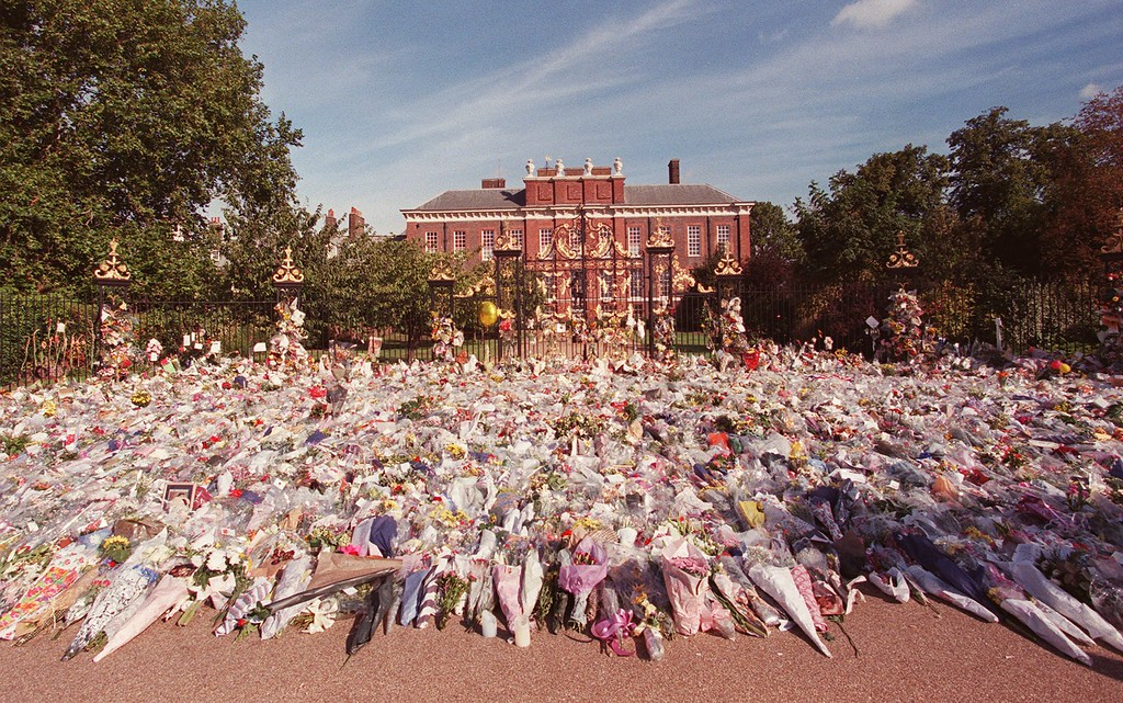 . Floral tributes to Britain\'s Diana, Princess of Wales, outside London\'s Kensington Palace, background, Tuesday September 2 1997, the official London residence of the princess. Diana, Princess of Wales, along with Dodi Fayed, died in a car crash in Paris on August 31, 1997. (AP Photo/Adrian Dennis)