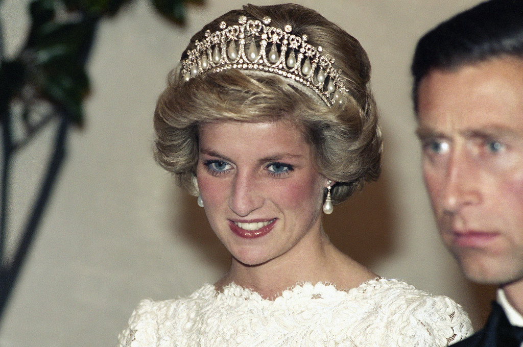 . Princess Diana flashes a royal smile before a dinner at the British Embassy in Washington on Sunday, Nov. 10, 1985. (AP Photo/Charles Tasnadi)