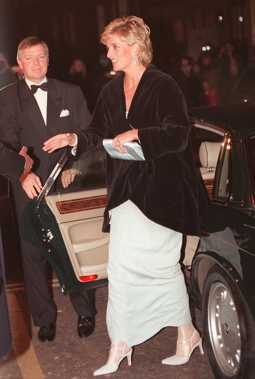. Britain\'s Princess of Wales is welcomed as she arrives at the Harrods department store in London, Thursday Mar 7, 1996, to attend a Gala dinner in honour of heart transplant surgeon Magdi Yacoub. (AP Photo/Max Nash)