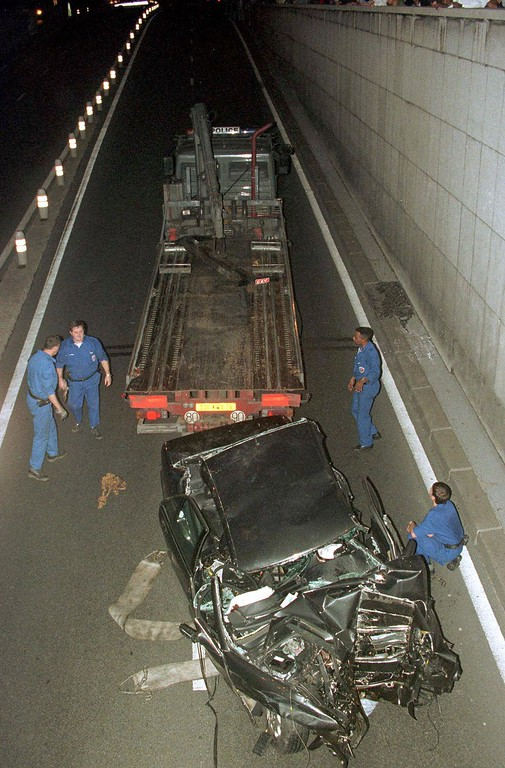 . Workers prepare to take away the car in which Diana, Princess of Wales, died Sunday, Aug. 31, 1997 in Paris, in a car crash that also killed her boyfriend, Dodi Fayed, and the chauffeur.  (AP Photo/Jerome Delay)