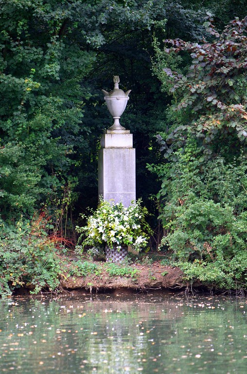 . A tribute laid by the Spencer family is seen at Althorp House, Northampton,  England, Thursday, Aug. 30, 2007, in memory of Diana, Princess of Wales, on the island where she is buried.  (AP Photo/David Jones/PA)