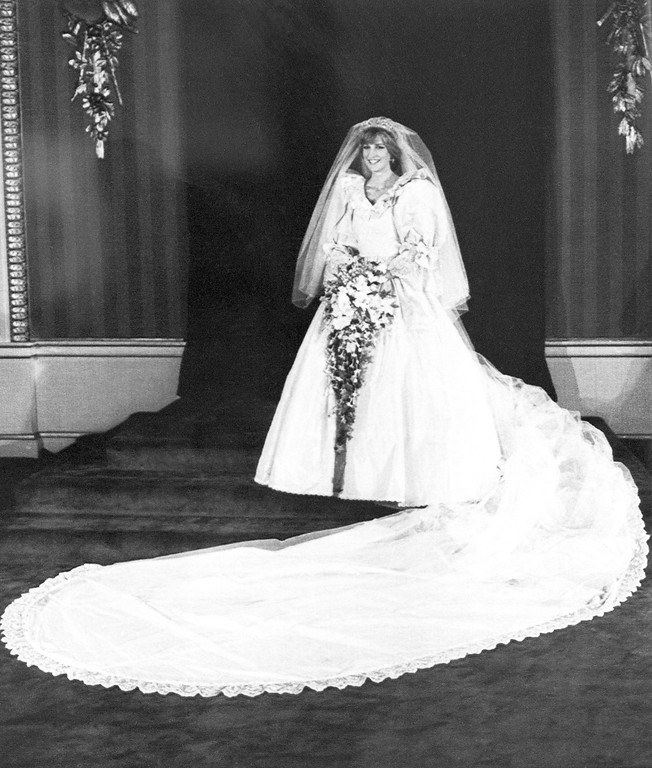 . The Princess of Wales in her bridal gown at Buckingham Palace after her marriage to Prince Charles at St. Paul�s cathedral in London on July 29, 1981. (AP Photo/Press Association)