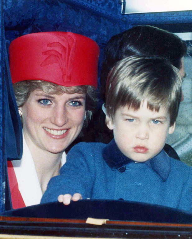 . Britain\'s Princess Diana and her son Prince William return by carraige to Windsor Castle, England, on April 21, 1986, after a Thanksgiving Service to mark the 60th Birthday of Queen Elizabeth II. (AP Photo/Staff/Dear)
