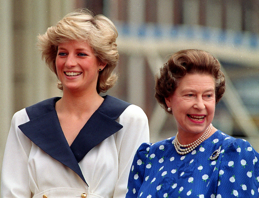 . Diana, Princess of Wales, left, and Britain\'s Queen Elizabeth II smile to well-wishers outside Clarence House in London, August 4, 1987. (AP Photo/Martin Cleaver)