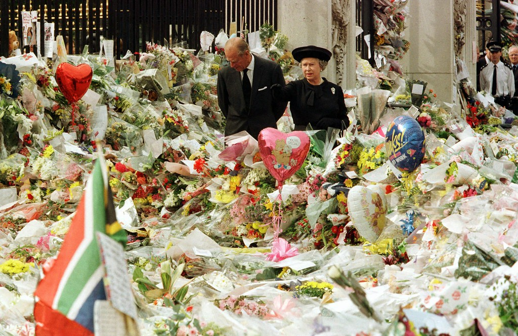 . Britain\'s Queen Elizabeth II and her husband the Duke of Edinburgh view the floral tributes to Diana, Princess of Wales, at London\'s Buckingham Palace, Friday, Sept. 5, 1997. Princess Diana was killed in a car crash in Paris in the early hours of Sunday, August 31, 1997. (AP Photo/POOL)
