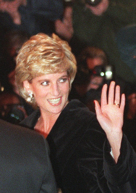. Britain\'s Princess of Wales, still wearing her wedding ring, waves to wellwishers as she arrives at the Harrods department store in London, Thursday Mar 7, 1996, to attend a Gala dinner in honor of heart transplant surgeon Magdi Yacoub. (AP Photo/Max Nash)