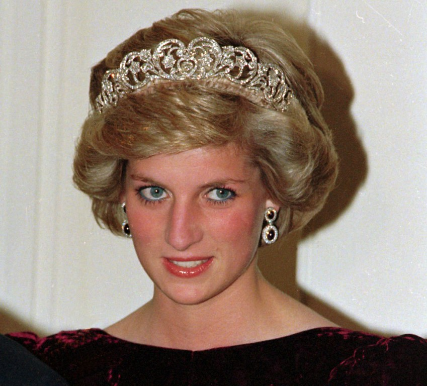 . Britain\'s Princess Diana wears the Spencer tiara as she and Prince Charles attend state dinner at Government House in Adelaide, Austraila, Nov. 7, 1985.  (AP Photo/Jim Bourdier)