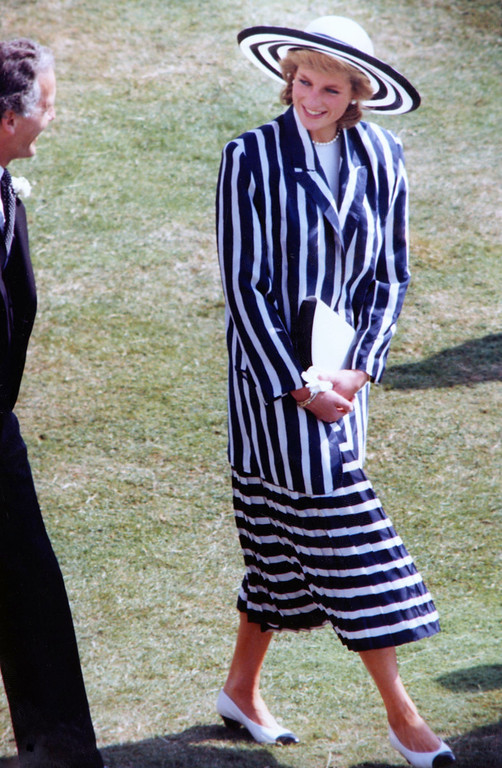 . Britain\'s Princess Diana, the Princess of Wales, strolling and talking with people who attended the Garden Party in the grounds of Buckingham Palace, London, July 11, 1989. (AP Photo/Allen)