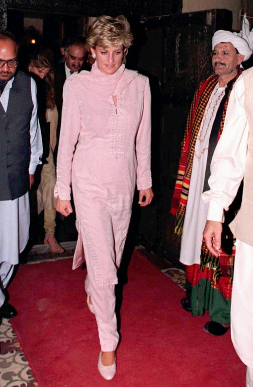 . The Princess of Wales wearing  traditional Pakistani dress leaves a restaurant in Lahore, Pakistan, Wednesday night February 21 1996, after a meal with Imran Khan and his wife Jemima.  (AP Photo/John Giles, PA)