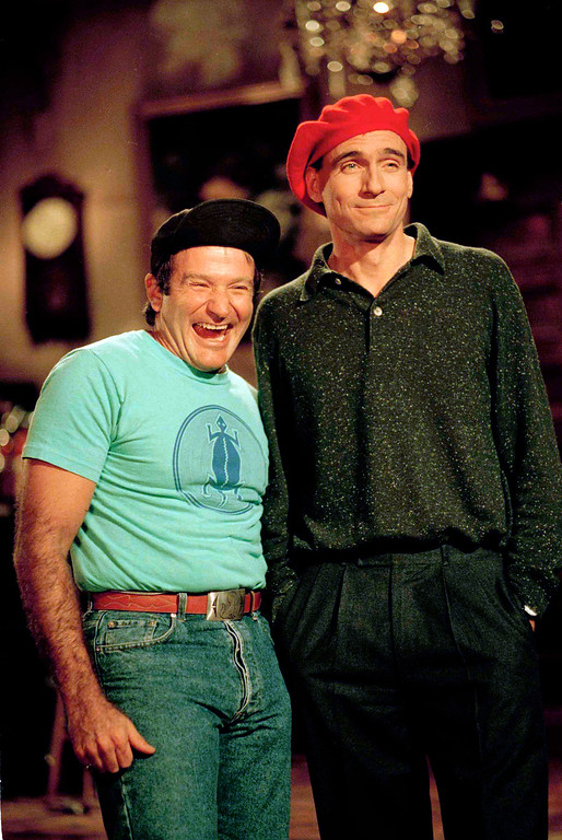""". Actor and comedian Robin Williams, left, star of \""""Good Morning Vietnam\'\"""" shares a laugh with singer James Taylor on the set of \""""Saturday Night Live\"""" at NBC Studios in New York, Jan. 21, 1988.  (AP Photo/Richard Drew)"""