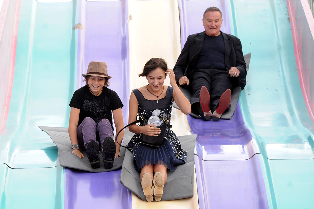 """. (L-R) Milo Jacob Manheim, actress Zelda Williams and actor Robin Williams attend the Premiere of Warner Bros. Pictures\' \""""Happy Feet Two\"""" at Grauman\'s Chinese Theatre on November 13, 2011 in Hollywood, California.  (Photo by Kevin Winter/Getty Images)"""