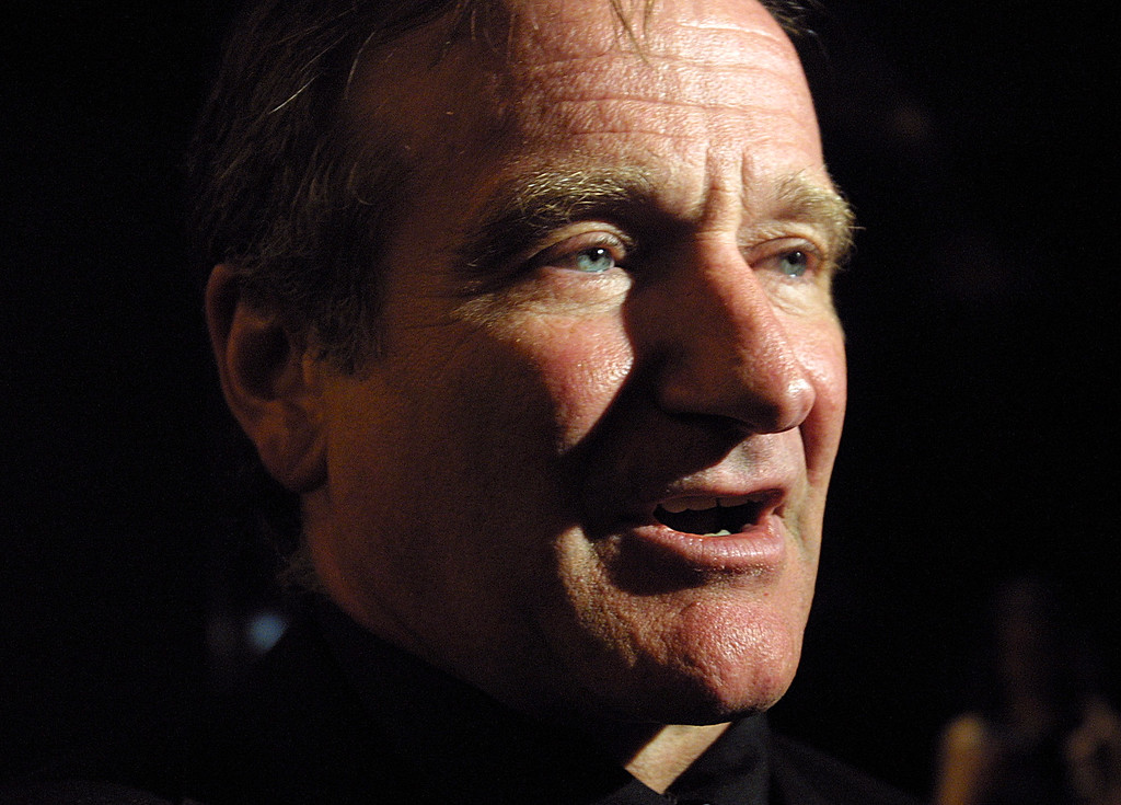 """. Robin Williams speaks to the press as he arrives at the birthday parties of Christopher Reeve, Michael Douglas, Catherine Zeta-Jones, Barbara Walters and Ron Meyer at the 12th Annual \""""A Magical Birthday Bash\"""" in New York Wednesday, Sept. 25, 2002.   (AP Photo/Tina Fineberg)"""