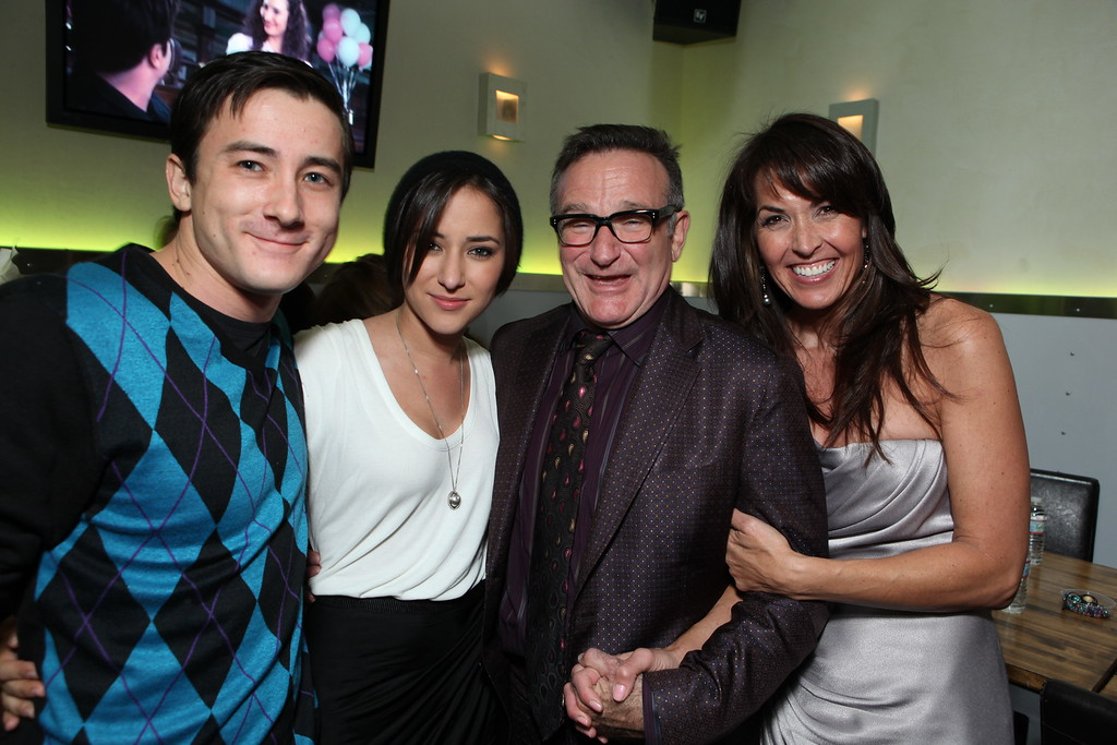 """. Zelda Williams, Robin Williams and Susan Schneider at the World Premiere of Walt Disney Pictures \""""Old Dogs\"""" on November 09, 2009 at the El Capitan Theatre in Hollywood, California. (Photo by Eric Charbonneau/Invision/AP Images)"""
