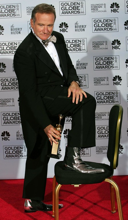 . Robin Williams poses with the Cecil B. DeMille Award for outstanding contributions to the world of entertainment during the 62nd Annual Golden Globe Awards on Sunday, Jan. 16, 2005, in Beverly Hills, Calif.  (AP Photo/Reed Saxon)
