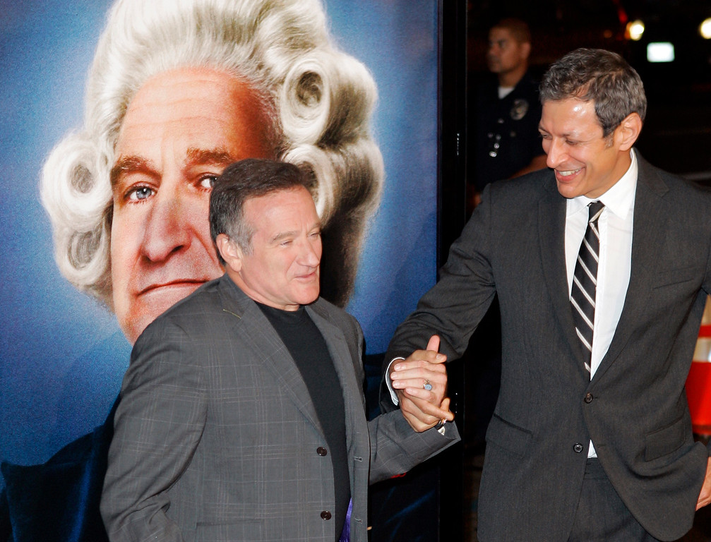 ". Actors Robin Williams, left, and Jeff Goldblum pose at the premiere of their film ""Man of the Year,\"" Wednesday, Oct. 4, 2006, in the Hollywood section of Los Angeles.  (AP Photo/Mark J. Terrill)"