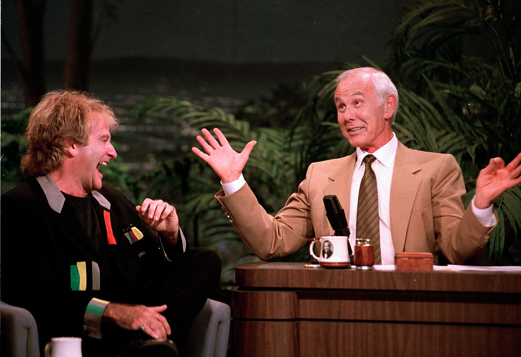 ". Comedian Robin Williams, left, laughs as talk show host Johnny Carson gestures during the second-to-last taping of the ""Tonight Show\"" at NBC Studios in Burbank, Calif., Thursday, May 21, 1992.   (AP Photo/Douglas C. Pizac)"