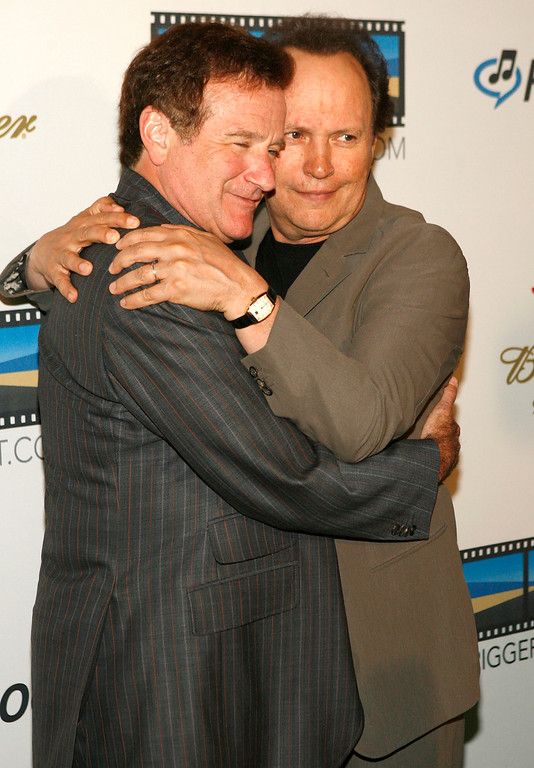 . Actors Billy Crystal, right, and Robin Williams pose together at the Triggerstreet.com party in Hollywood, Calif. on Thursday, June 15, 2006. (AP Photo/Matt Sayles)