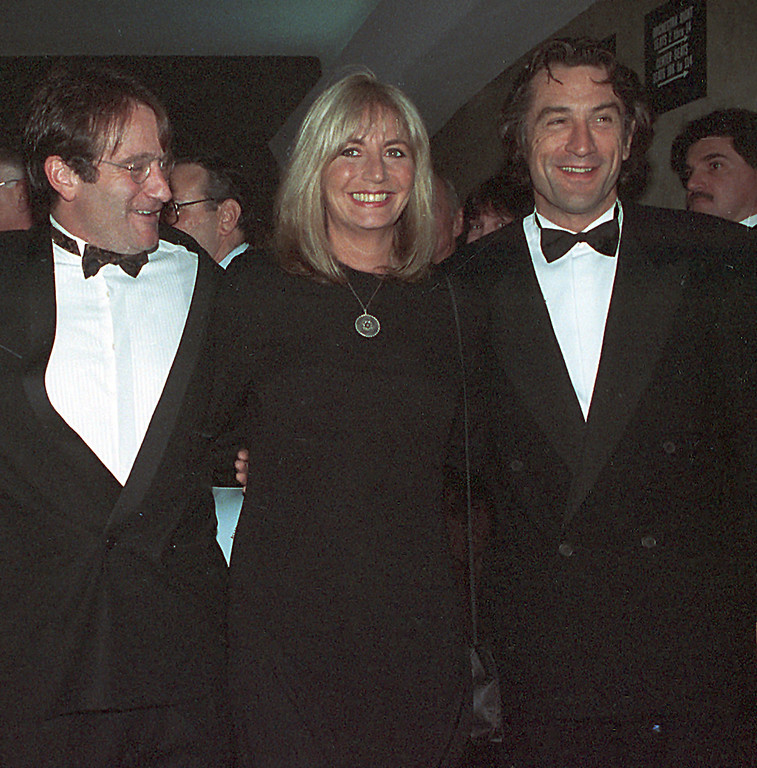 """. Co-stars of \""""Awakenings\"""" Robin Williams, left, and Robert De Niro pose with the director Penny Marshall at the gala benefit premiere of the movie in New York City on Dec. 17, 1990.    (AP Photo/Chrystyna Czajkowsky)"""