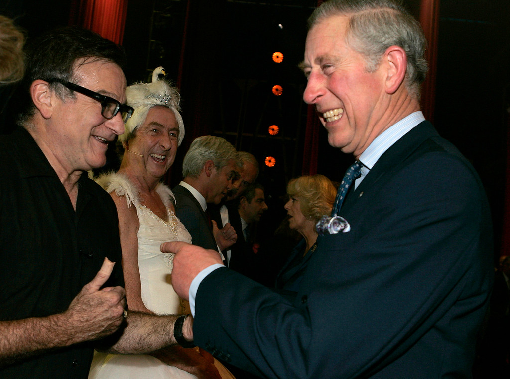 . Britain\'s Prince Charles, right, meets US actor Robin Williams backstage at the Wimbledon Theatre after a charity performance in aid of the Prince\'s Trust charity, in London, Wednesday, Nov. 12, 2008.  (AP Photo/Alastair Grant POOL)