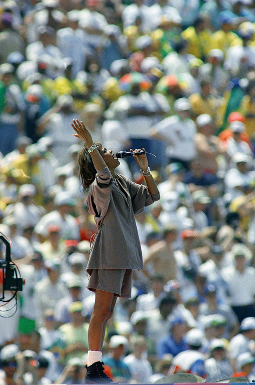 . Whitney Houston performs before a sellout crowd, Sunday, July 17, 1994, at the Rose Bowl in Pasadena, Calif.  (AP Photo/Denis Paquin)