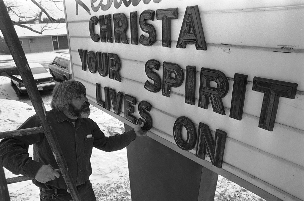 . Richard Greene adjusts a letter as he sets up a billboard outside a Concord, New Hampshire motel on Thursday, Jan. 30, 1986. Teacher Christa McAuliffe, who taught at Concord High School, was a crewmember aboard the ill-fated Space Shuttle Challenger. (AP Photo/Peter Southwick)