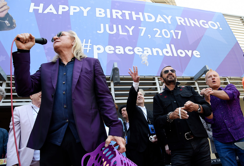 . Ringo Starr, second from right, is joined by guitarist Joe Walsh, left, and filmmaker David Lynch, second from left, during a 77th birthday celebration for Starr at Capitol Records on Friday, July 7, 2017, in Los Angeles. (Photo by Chris Pizzello/Invision/AP)