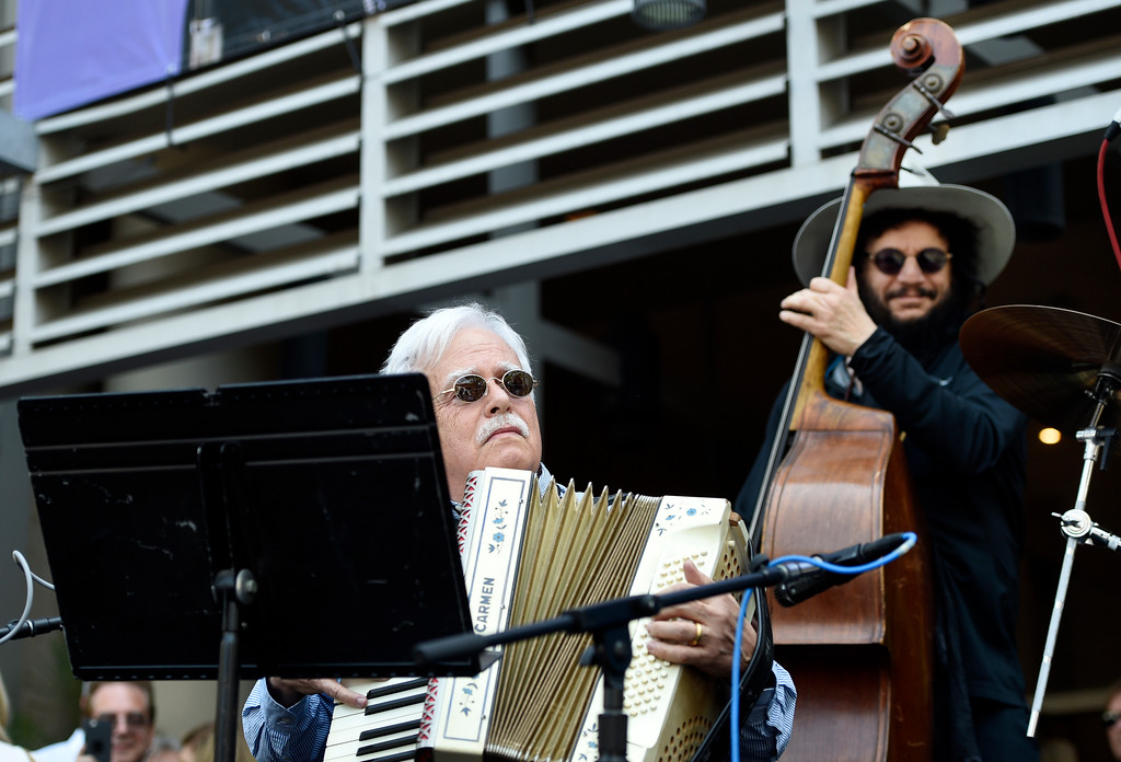 . Musicians Van Dyke Parks, left, and Don Was perform outside the Capitol Records building during a 77th birthday celebration for former Beatle Ringo Starr on Friday, July 7, 2017, in Los Angeles. (Photo by Chris Pizzello/Invision/AP)