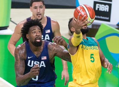 06.OLY.basketball.0811.mg