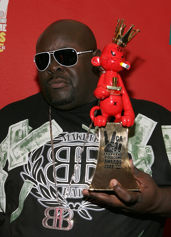 ". LAS VEGAS - DECEMBER 07:  Big Black poses backstage with the Best Individual Sports Game Award for ""Skate\"" during the Spike TV\'s 2007 \""Video Game Awards\"" at the Mandalay Bay Events Center on December 7, 2007 in Las Vegas, Nevada.  (Photo by Frazer Harrison/Getty Images for Spike TV)"