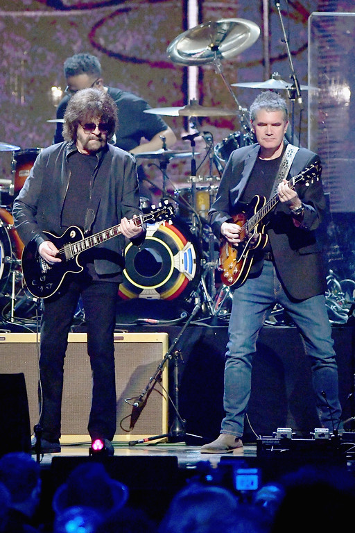 . NEW YORK, NY - APRIL 07:  2017 Inductee Jeff Lynne (L) of ELO performs onstage at the 32nd Annual Rock & Roll Hall Of Fame Induction Ceremony at Barclays Center on April 7, 2017 in New York City. The event will broadcast on HBO Saturday, April 29, 2017 at 8:00 pm ET/PT  (Photo by Mike Coppola/Getty Images)