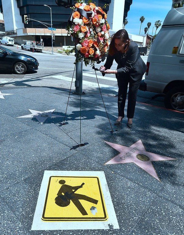 . Ana Martinez from the Hollywood Chamber of Commerce, writes a note following the delivery of a wreath to the late Chuck Berry\'s Hollywood Walk of Fame star on March 20, 2017 in Hollywood, California. The singer, songwriter and pioneer of rock and roll music, died of natural causes on March 18, 2017.  (FREDERIC J. BROWN/AFP/Getty Images)