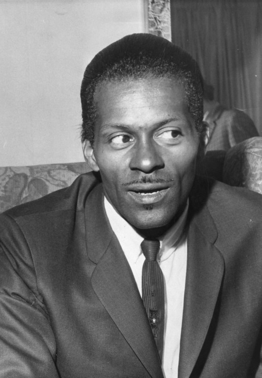. American rock \'n\' roll singer, songwriter and guitarist Charles \'Chuck\' Berry, one of the biggest influences on pre-Beatles pop.    (Photo by Evening Standard/Getty Images)