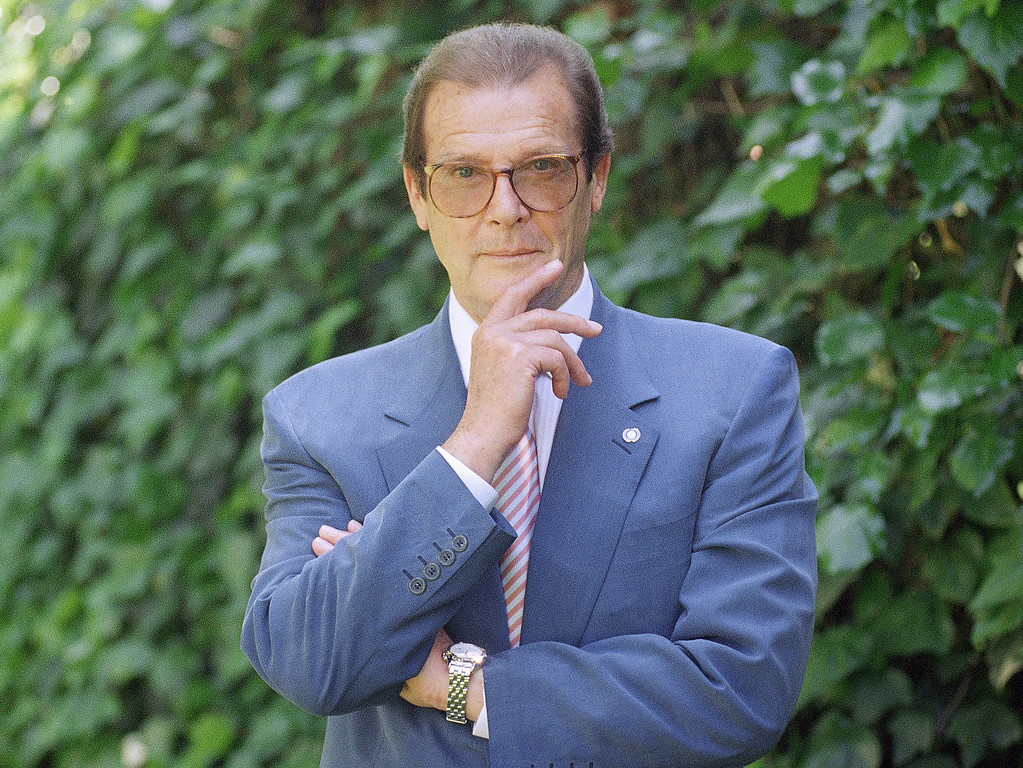 . FILE - This is a April 22, 1996   file photo of veteran British actor Roger Moore, poses for a portrait,  in the Studio City section of Los Angeles.  Roger Moore\'s family said Tuesday May 23, 2017 that the  former James Bond star has died after a short battle with cancer (AP Photo/Chris Pizzello/ File)