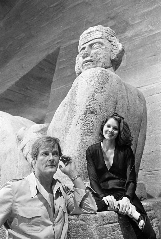""". Actors Roger Moore and Lois Chiles are seen during the filming of the new 007 movie \""""Moonraker\"""" in Paris, Aug. 19, 1978.  (AP Photo/Michel Lipchitz)"""