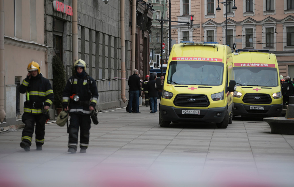 . Russian emergency service patrol an area near to the Tekhnologicheskaya metro station after an explosion in St.Petersburg subway in St.Petersburg, Russia, Monday, April 3, 2017, with fatalities and many injured in the subway train blast. A spokesman for Russia\'s top anti-terror agency says law enforcement agents have found and defused another explosive device on St. Petersburg\'s subway. (AP Photo/Yevgeny Kurskov)
