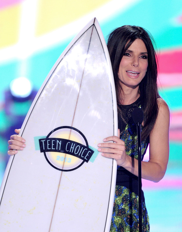 """. Actress Sandra Bullock accepts the Choice Summer Movie Star: Female for \""""The Heat\"""" at the Teen Choice Awards 2013 at the Gibson Amphitheatre on August 11, 2013 in Universal City, California.  (Photo by Kevin Winter/Getty Images)"""