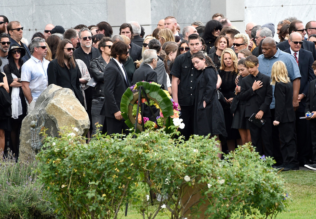 . Guests attend a funeral for Chris Cornell at the Hollywood Forever Cemetery on Friday, May 26, 2017, in Los Angeles. (Photo by Chris Pizzello/Invision/AP)