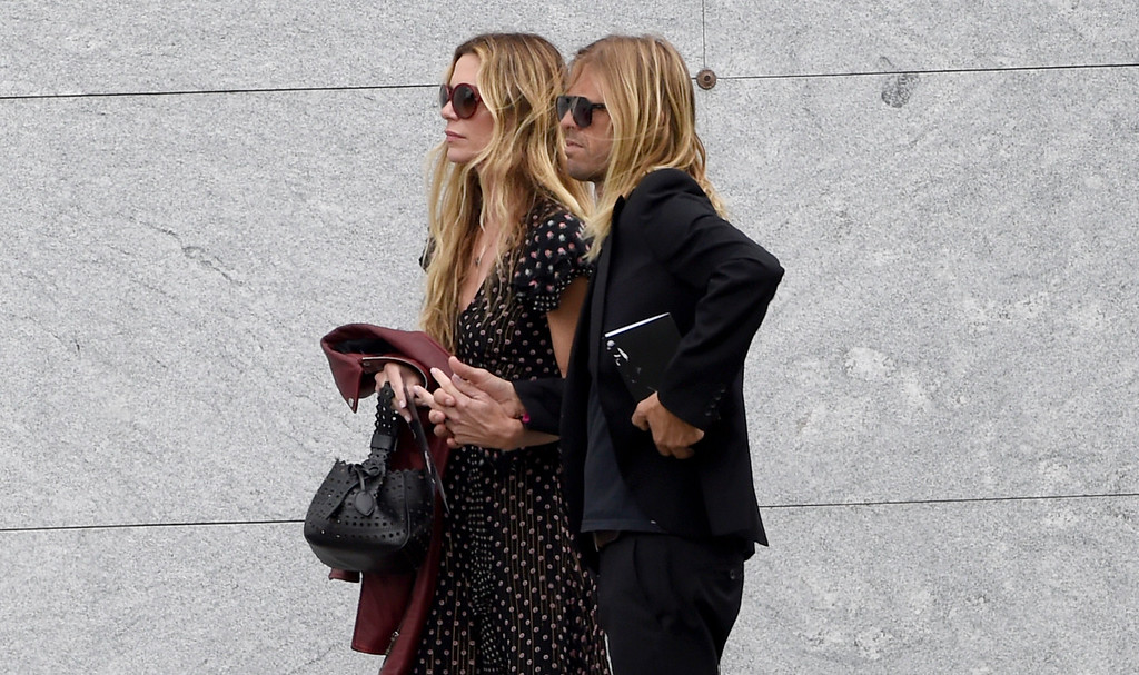. Taylor Hawkins, of Foo Fighters, right, and Alison Hawkins attend a funeral for Chris Cornell at the Hollywood Forever Cemetery on Friday, May 26, 2017, in Los Angeles. (Photo by Chris Pizzello/Invision/AP)