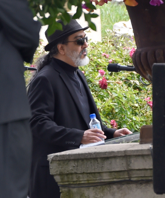 . Kim Thayil, of Soundgarden, speaks at a funeral for Chris Cornell at the Hollywood Forever Cemetery on Friday, May 26, 2017, in Los Angeles. (Photo by Chris Pizzello/Invision/AP)