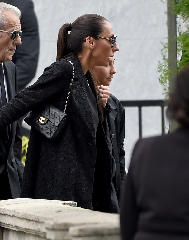 . Vicky Karayiannis, left, and her daughter Toni Cornell attend a funeral for Chris Cornell at the Hollywood Forever Cemetery on Friday, May 26, 2017, in Los Angeles. (Photo by Chris Pizzello/Invision/AP)