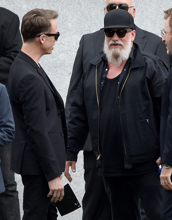 . Matt Cameron, left, and Kim Thayil, of Soundgarden, attend a funeral for Chris Cornell at the Hollywood Forever Cemetery on Friday, May 26, 2017, in Los Angeles. (Photo by Chris Pizzello/Invision/AP)