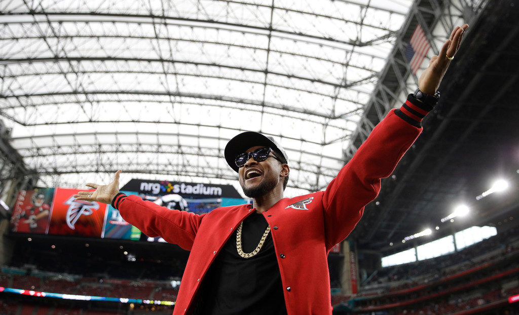 . Usher poses for photos before the NFL Super Bowl 51 football game between the New England Patriots and the Atlanta Falcons, Sunday, Feb. 5, 2017, in Houston. (AP Photo/Jae C. Hong)