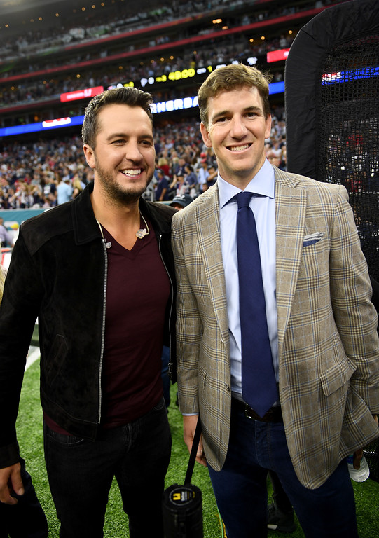 . HOUSTON, TX - FEBRUARY 05:  Musician Luke Bryan and NFL player Eli Manning attend Super Bowl LI at NRG Stadium on February 5, 2017 in Houston, Texas.  (Photo by Larry Busacca/Getty Images)