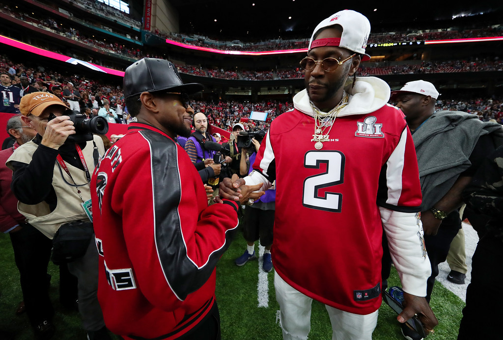 . HOUSTON, TX - FEBRUARY 05:  Recording artists 2 Chainz (R) and Usher (L) stand on the field prior to Super Bowl 51 between the New England Patriots and the Atlanta Falcons at NRG Stadium on February 5, 2017 in Houston, Texas.  (Photo by Tom Pennington/Getty Images)