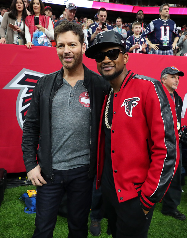 . HOUSTON, TX - FEBRUARY 05:  Usher and Harry Connick Jr. pose for a photo during Super Bowl 51 at NRG Stadium on February 5, 2017 in Houston, Texas.  (Photo by Tom Pennington/Getty Images)